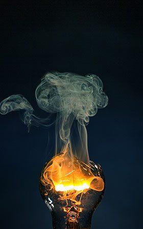 rauchende Glühlampe